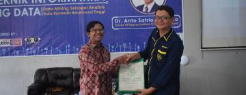 Program Studi Teknik Informatika (TIF) UNISNU Jepara menggelar Seminar Nasional Big Data oleh Dr.Anto Satrio Nugroho (doctor of Nogoyo Institude Of Technology Japan)